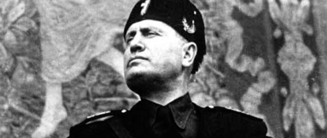 """A Predappio il sindaco renziano """"risuscita"""" la Casa del Fascio: qui pellegrinaggi per """"capire"""" e senza camicia nera"""