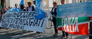 Fischi e slogan contro la Boldrini. Che subito ne spara un'altra a favore dei matrimoni gay