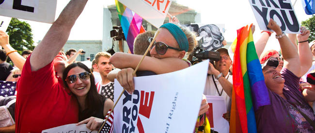 """""""Matrimonio a tre"""" tra lesbiche e un figlio da un donatore: accade negli Usa dopo il sì alle unioni gay"""