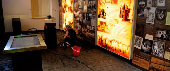 Riaperto in Polonia un museo su Giovanni Paolo II: fra i ricordi la pistola con cui Agca gli sparò