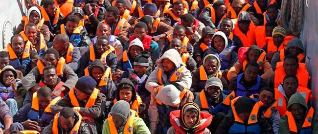 Immigrazione, i neogollisti di Sarkozy fanno la voce grossa: la Ue cambi strada o è rottura