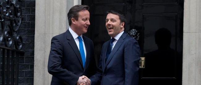 Renzi abbraccia Cameron per avere i favori della City (e dei poteri forti)