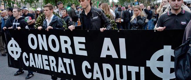 Milano ha ricordato Ramelli e Pedenovi: in duemila con fiaccole e bandiere