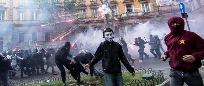 Centri sociali e immigrati, un cocktail esplosivo: è il salto di qualità della sinistra antagonista