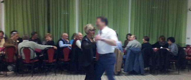 È in malattia, ma fa campagna elettorale ballando il liscio: è la candidata a sindaco di Loiano che piace al Pd