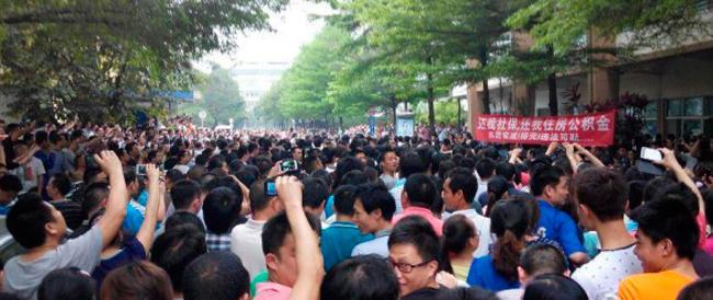 """Il """"Libretto rosso"""" di Mao naufraga in uno sciopero colossale: modello cinese addio"""