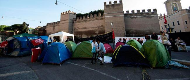 Roma ostaggio degli antagonisti: negozi chiusi, tendopoli a Porta Pia e 1500 agenti in campo