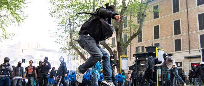 """Bubbico contro i """"suoi"""" poliziotti. La Russa: «Frasi di pessimo gusto». Ai domiciliari 4 manifestanti"""