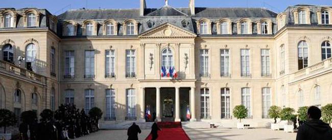 Il socialismo del consigliere di Hollande: si porta il lustrascarpe all'Eliseo