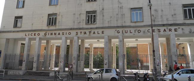 Una lettura sul sesso orale tra gay in un liceo a Roma: i genitori denunciano i docenti