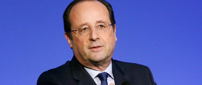 Hollande sprofonda nel baratro dell'impopolarità: è il presidente meno amato della storia della Francia