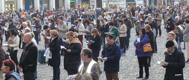 Le Sentinelle in piedi sabato al Pantheon contro il ddl Scalfarotto: con la scusa dell'omofobia vogliono imporre il pensiero unico