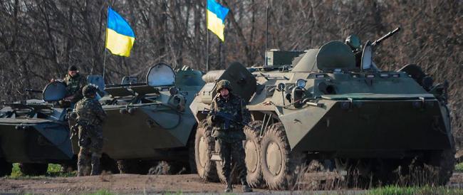 """Ucraina, il """"governo"""" di Kiev manda le truppe a sparare sulla folla"""