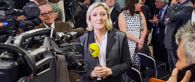Marine Le Pen va in Russia e lancia l'idea per la crisi ucraina: la federazione