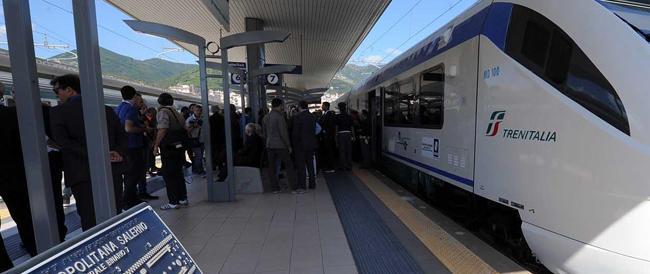 Mancano i soldi e De Luca ferma la metro: Salerno nel caos, 7000 pendolari a piedi
