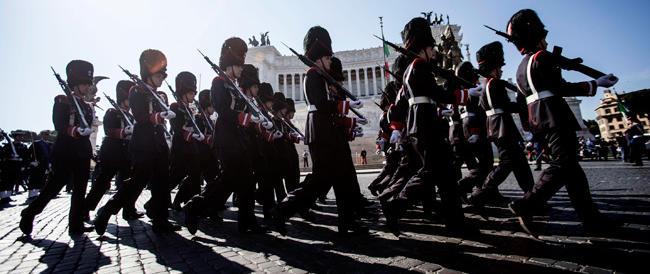 Napolitano: «No a decisioni sommarie sui tagli alla Difesa». Poi sui marò: «Onore ai nostri due soldati»