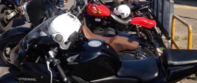 Sit-in per i nostri marò a bordo delle Harley Davidson: 150 motociclisti sfilano con il tricolore