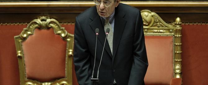 Via libera del Senato al rinvio del pareggio di bilancio. E Padoan fredda Renzi: ripresa ancora fragile
