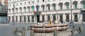 """Le maestre portano i bimbi delle elementari a gridare """"Renzi, Renzi"""" a Palazzo Chigi. Che tristezza…"""
