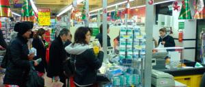 Istat: calano le vendite al dettaglio e la fiducia delle imprese, al top da 3 anni solo l'industria manifatturiera