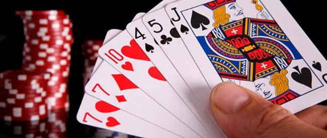 Il premier è un giocatore di poker ma forse sta alzando troppo la posta