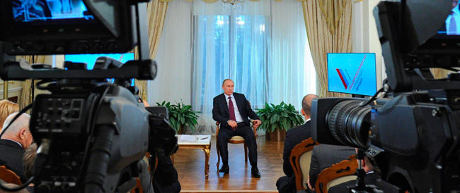"""""""Linea diretta"""" con Vladimir Putin: la Russia sempre al fianco del suo leader"""