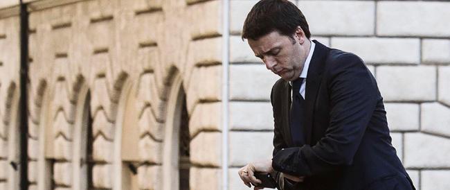 Renzi lascia le slide e usa i tweet. Ma il prodotto non cambia: dal Cdm i soliti annunci
