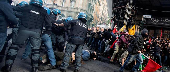 Guerriglia a Roma: le indagini sui blue bloc, la conta dei danni, le polemiche sull'agente in borghese