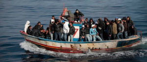 Sbarchi a ripetizione: denunciati casi di malattie infettive. Toti: l'Europa invii le navi nel Mediterraneo