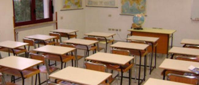 Un prof si oppone al controllo antidroga in classe: ecco a chi è in mano la scuola