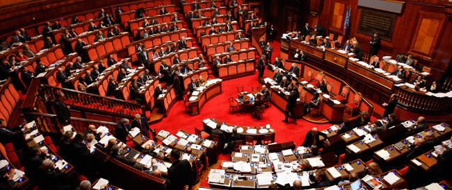 """Dissidenti Pd e Cinquestelle insieme contro il Senato di Renzi. E il premier """"blinda"""" la riforma: «Sarà legge nel 2015»"""