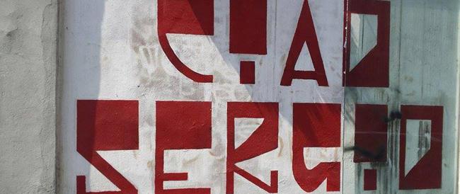 """Provocazione """"antifa"""" a Milano: distrutto il vetro che protegge il murales di Ramelli"""