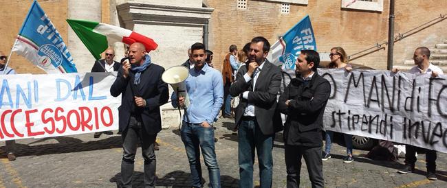 """""""Disastro Marino"""". Presidio di Fratelli d'Italia contro il taglio degli stipendi e gli inciuci con gli okkupanti"""