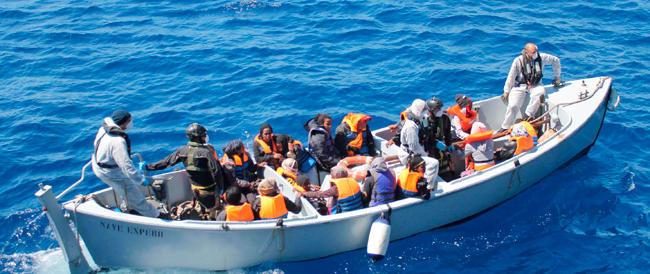 Ancora trecento immigrati in Sicilia. Gasparri: «Bloccare subito l'operazione Mare Nostrum»