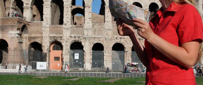 Roma città aperta ai migranti (ma non ai turisti): albergatori in piazza contro Marino