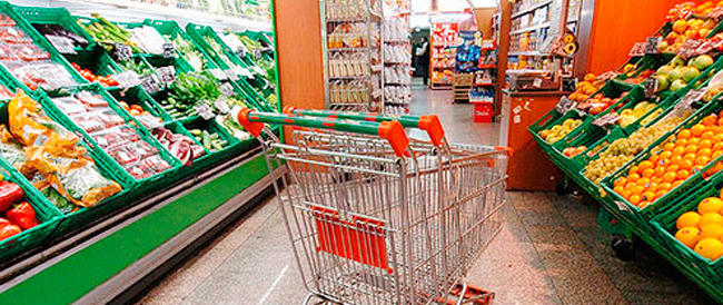 Consumi delle famiglie in caduta libera: colpa della crisi e del minor potere d'acquisto