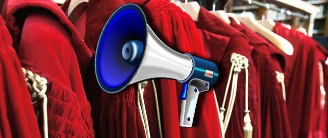 Elezioni europee, al via i comizi: sul palco salgono le toghe armate di megafono