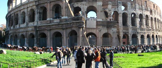 Albergatori in piazza contro Marino: «Una follia l'aumento della tassa di soggiorno»