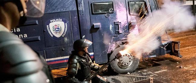 Venezuela, le milizie rosse sempre più violente. Nel mirino gli studenti