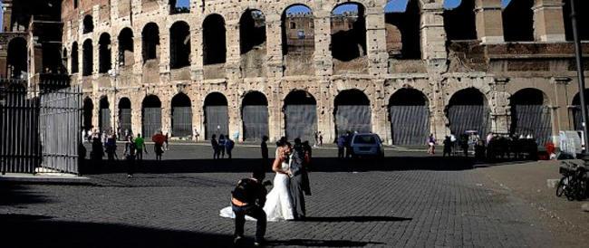 La superidea di Marino per fare cassa: due cuori e un Colosseo…