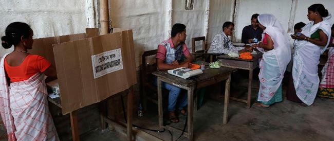 Ennesimo stupro in India con le elezioni in corso, mentre i nostri due marò attendono ancora il processo