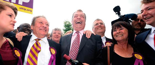 Il ciclone Farage sulla politica britannica: clamoroso successo nelle elezioni locali