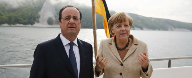 Merkel e Hollande incalzano Putin: «Nuove sanzioni se non toglie le truppe dal confine ucraino»