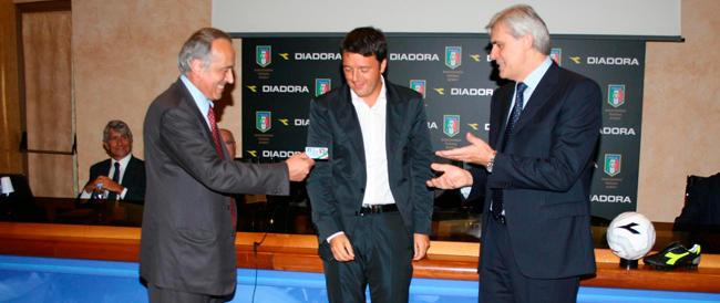 Ridicolo: esaltano Renzi perché faceva bene l'arbitro di calcio. Un po' di serietà, per favore