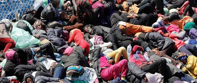 Forse 200 morti al largo di Lampedusa. Il governo chiede un segnale alla Ue. Meloni: «Si svegliano tardi»