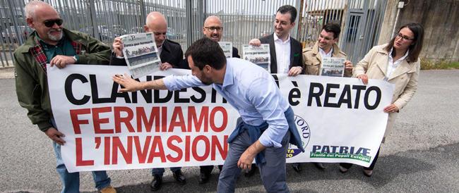I centri sociali contestano Salvini: «Siamo tutti clandestini». E la Lega ringrazia…