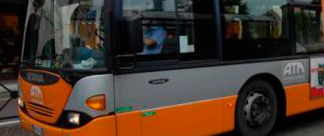Transessuale spruzza sostanze urticanti: panico nel bus a Pisa