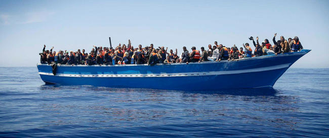 Oltre 400 persone a bordo del barcone affondato a Lampedusa: recuperati già una decina di cadaveri
