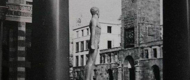 """Il deputato di Sel difende i nudisti ma non vuole in piazza a Brescia l'atleta nudo che rappresentava """"L'era fascista"""""""