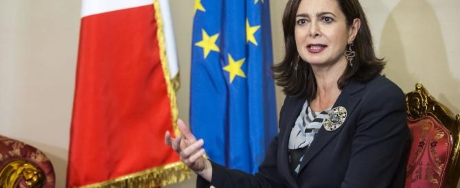 Nuova gaffe della Boldrini: «Mi sento più italiana quando sto con gli immigrati»